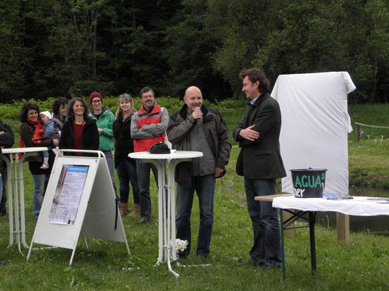 Redner: Prof. Wolfgang Fischer, links Prof. G.K. Lieb, rechts Bürgermeister Markus Windisch Links hinten, Angelika Riegler und MItarbeiterinnen der Umweltbildungsplattform AGUAStud
