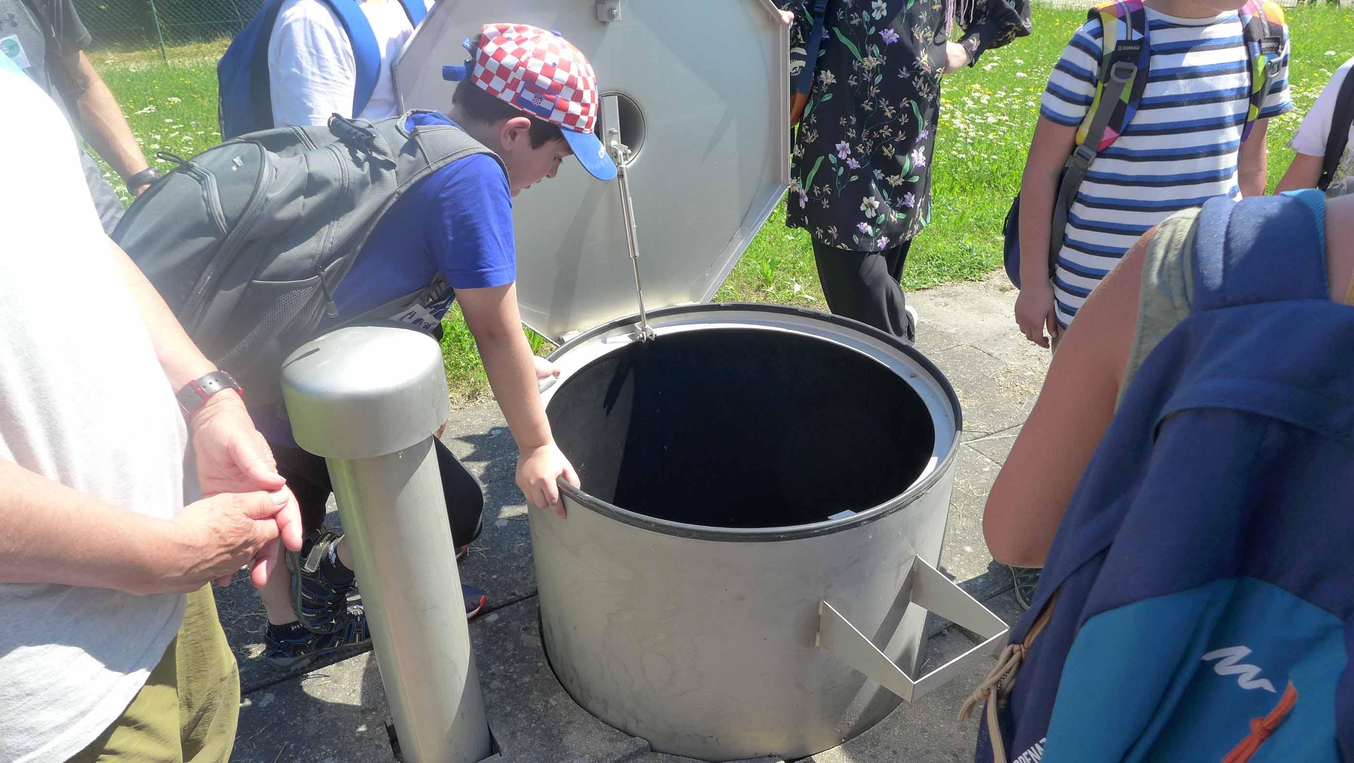... und dann in den Brunnen geschaut - und da sieht man es auf einmal - so herrliches Wasser unter unseren Füßen!