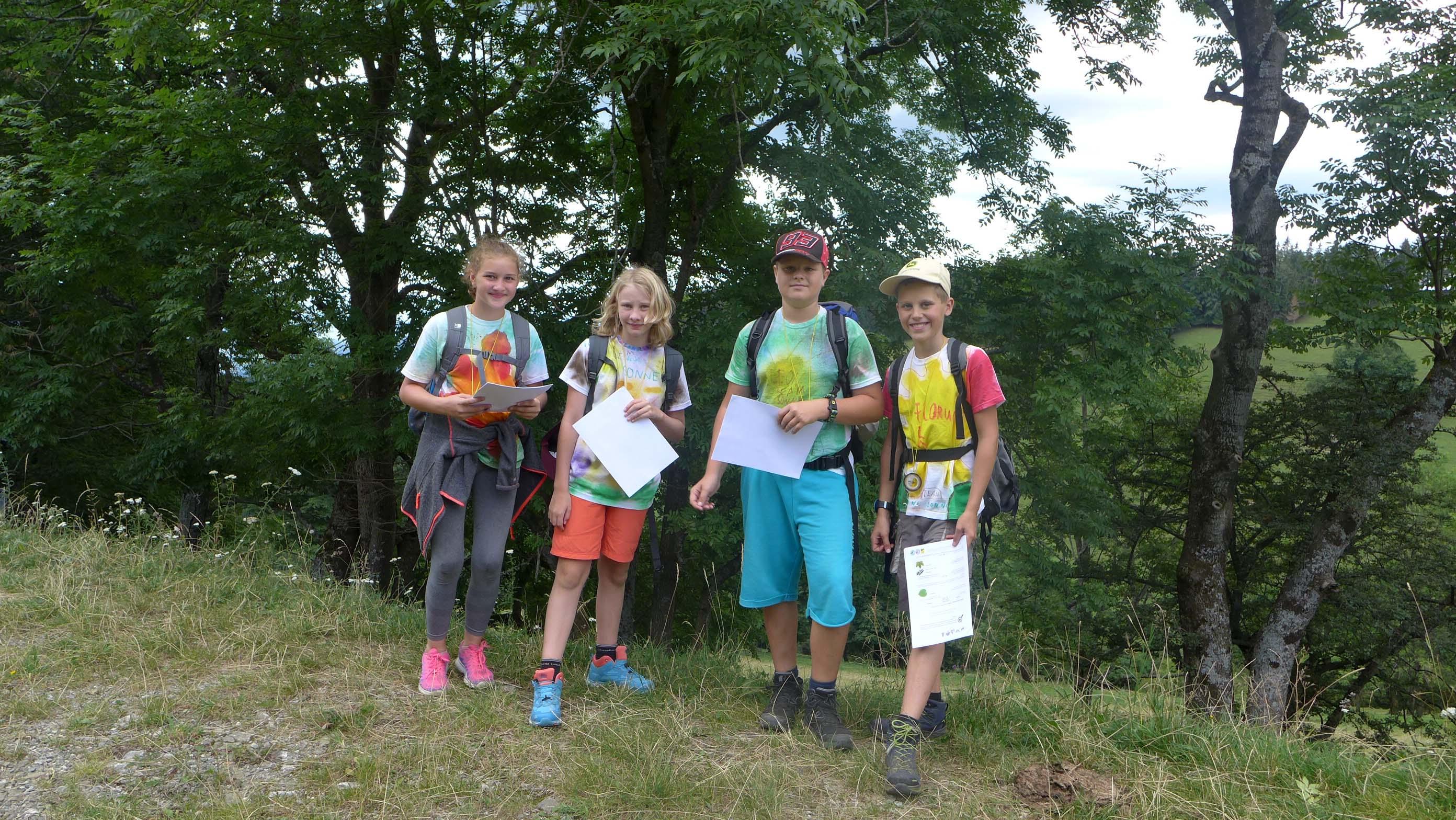 Die Gruppe Atmosphäre ist mit dem Kompass und Angelika Riegler unterwegs ...